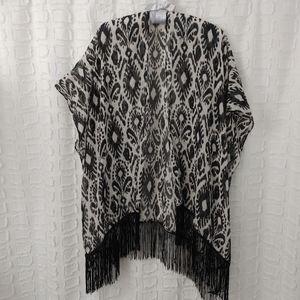 4/$20🔥 black and white print fringe kimono OS